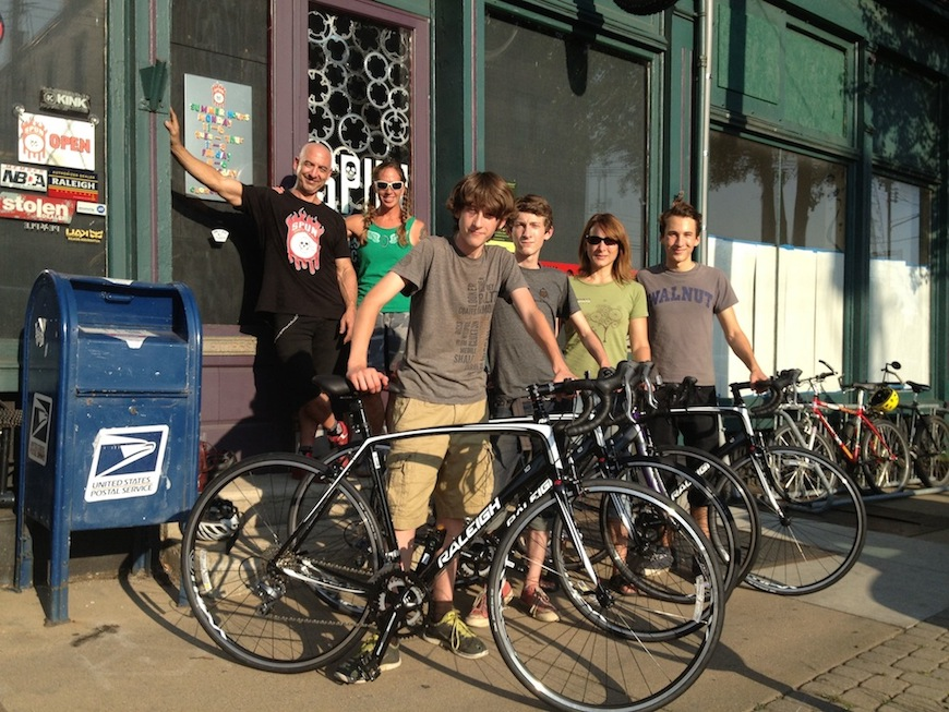 The Hunter family with their new Raleigh Revenios and Capri 2.0.